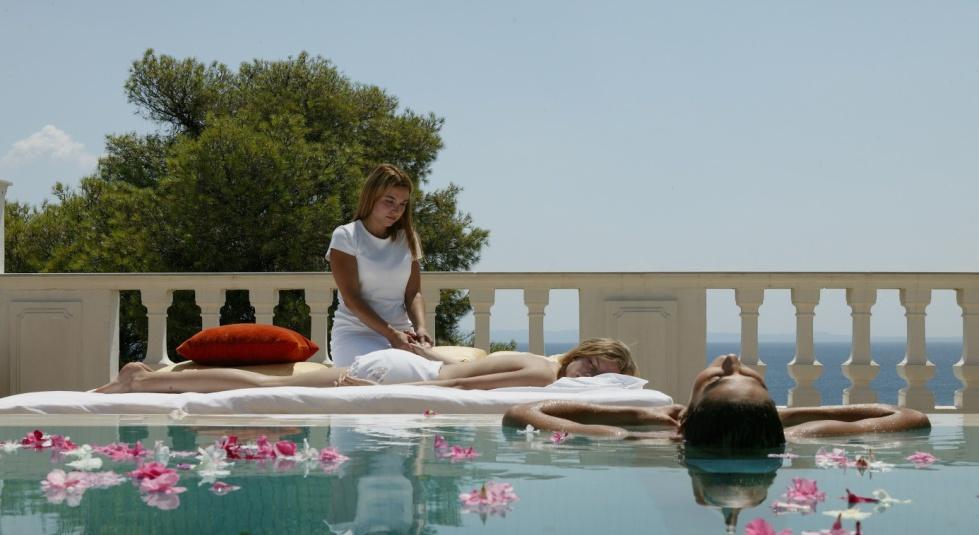 Au bord de la mer Egée, au pays des philosophes et patrie d'Alexandre le Grand, le Danai Beach Resort & Villas est situé à 80 km de Thessalonique, à Halkidiki.