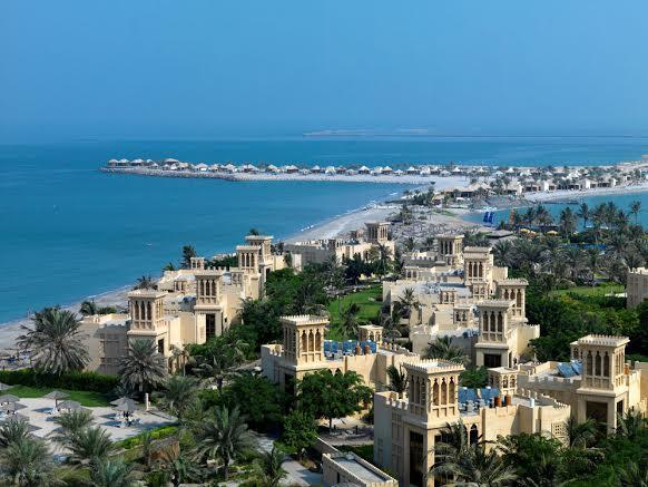 Gioiello ancora poco conosciuto, affacciato sul Golfo Persico, Ras Al Khaimah è uno dei sette emirati che compongono gli Emirati Arabi Uniti.